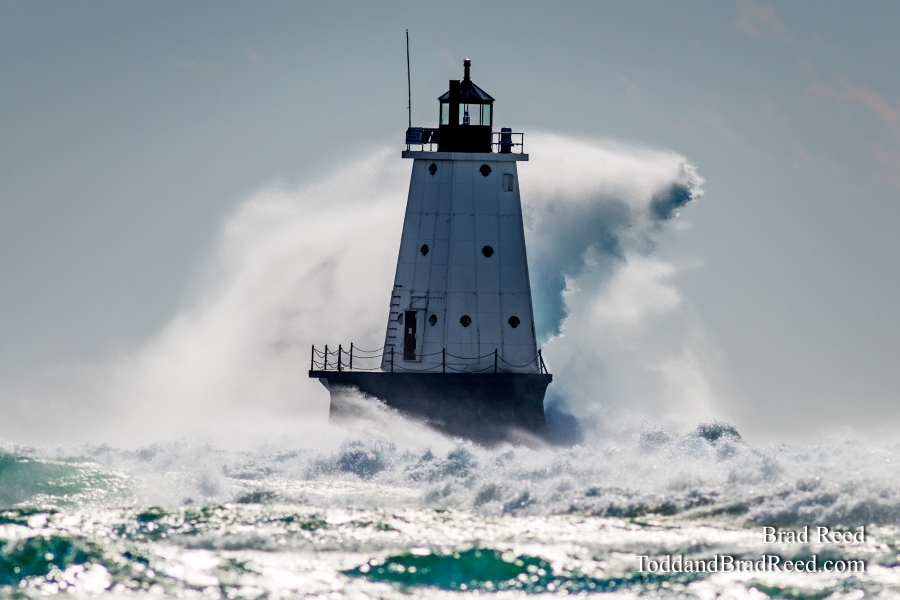 Waves at Ludington Lighthouse (2524)